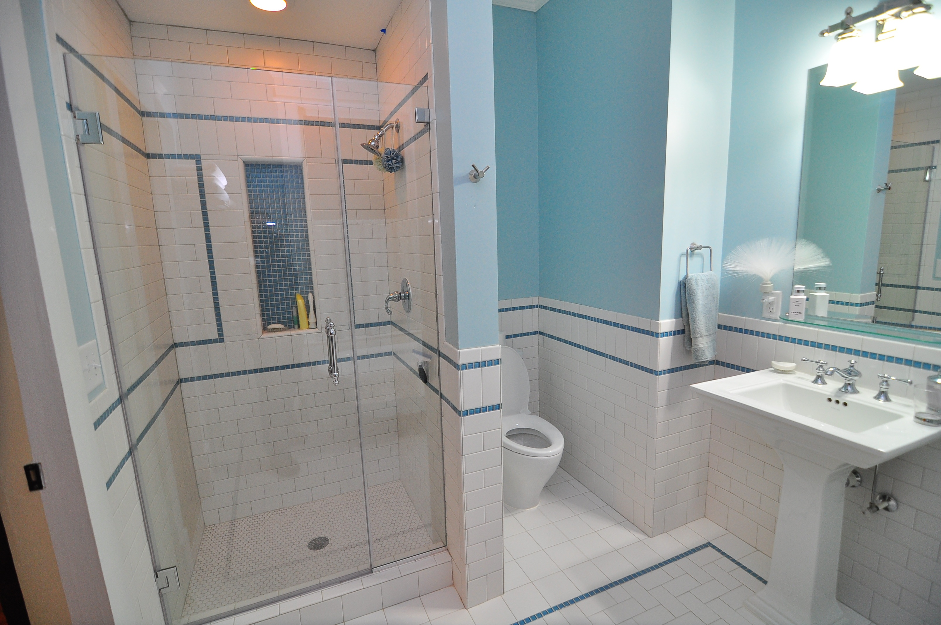Subway tile four over one design for Blue tile bathroom ideas